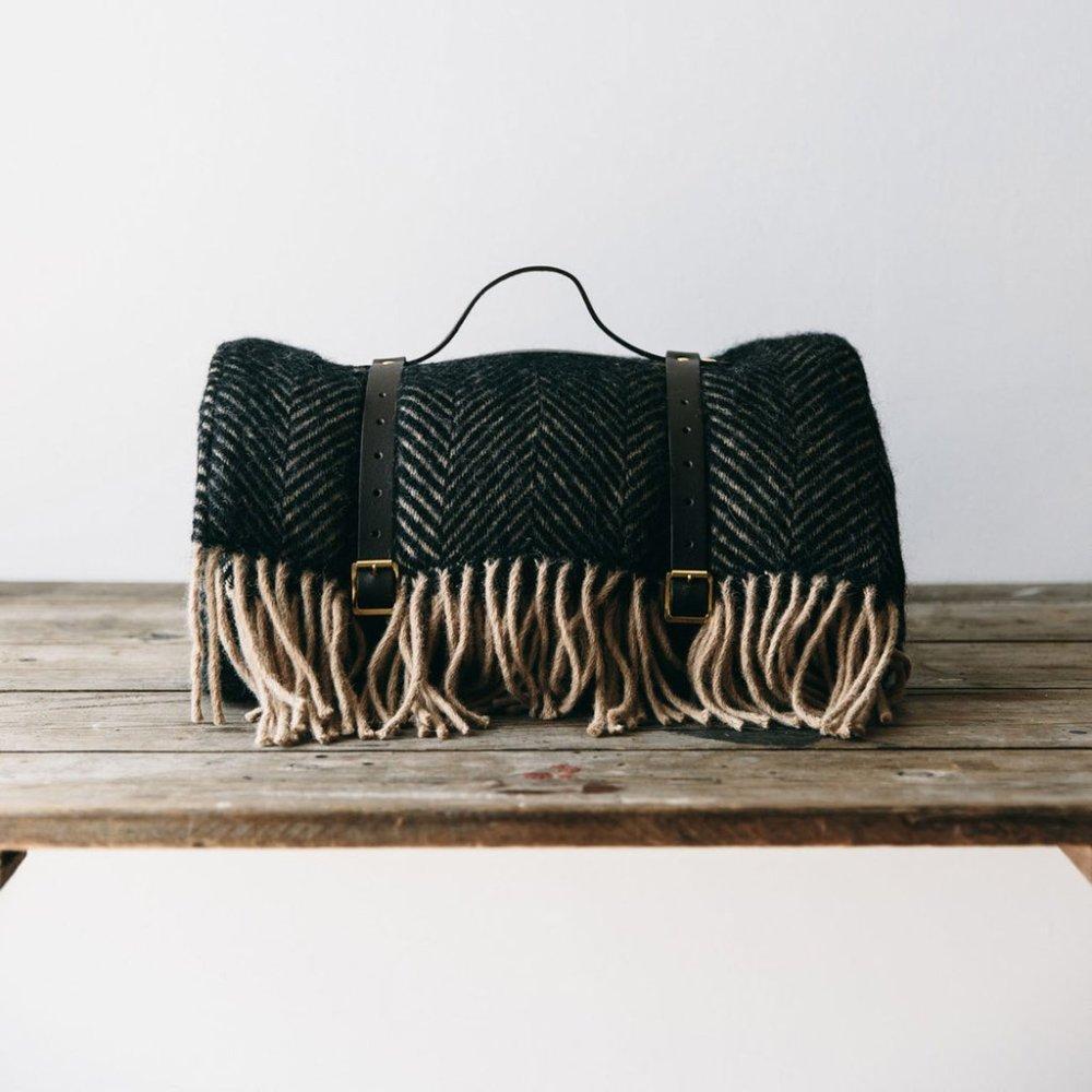 waterproof-wool-picnic-blanket-made-in-wales-19_1024x1024.jpg